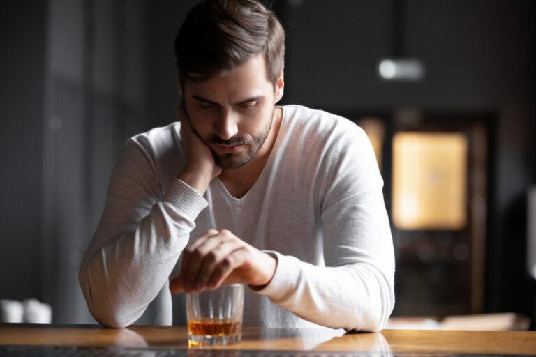 لماذا تظهر مشاكل الشرب بعد جراحة تحويل مسار المعدة